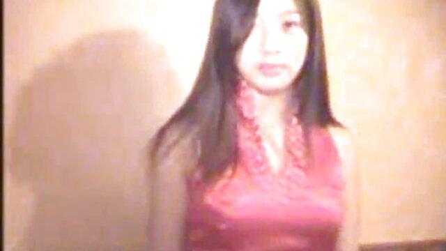 دختر بلوند هیجان زده دانلود فیلم و عکس سوپر چهره اش را پر می کند