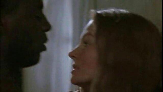 دختر دانلود فیلم سوپر پسر با مادر خجالتی چک اجازه می دهد تا bff گربه بکر را بمکد